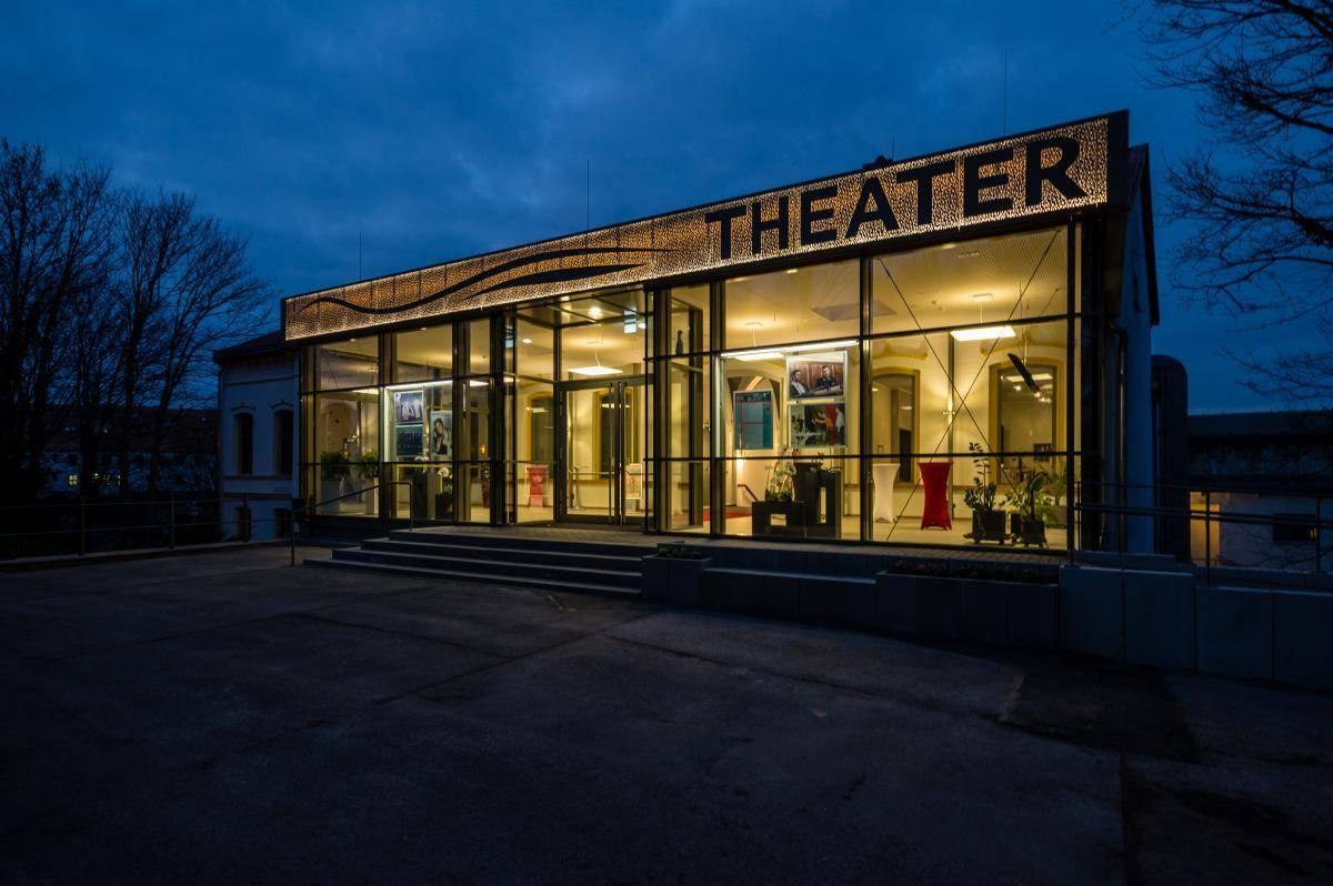 """Theater-Premiere """"Wir alle für immer zusammen"""""""