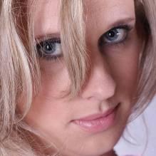 GUTSCHEIN: Fotoshooting mit MakeUp 45 Min im Studio + 3 bearbeitete Fotos