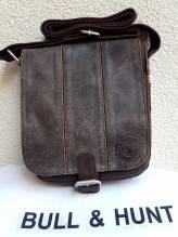 BULL & HUNT Ledertasche Speed 'Cricket' - Überschlagtasche mit Wendefunktion