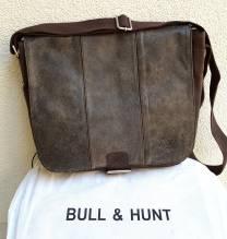 BULL & HUNT Ledertasche Space 'Cricket' - Überschlagtasche mit Wendefunktion