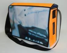 Laptoptasche aus reycelten Materialien mit Klettverschluß
