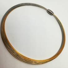 Halsreif mit Stahlseilen, vergoldet, mit Magnetschließe
