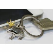 Schlüsselanhänger 'Froschkönig' aus Metall · silber poliert mit goldener Krone in schwarzer Geschenk-Box