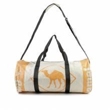 Sporttasche / Tragetasche (XL) aus recycelten Zementsäcken - Dromedar beige-ocker