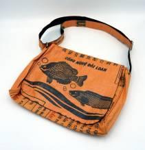 Umhängetasche / Schultertasche (messenger bag) aus recycelten Zementsäcken - Fisch schwarz-orange