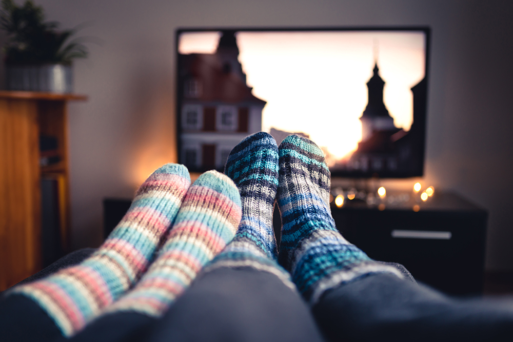 Gemütlicher Abend vor dem Fernseher