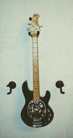 Bassgitarren MusicMan