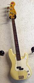 Bassgitarren Fender
