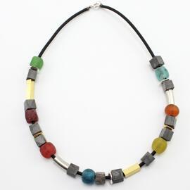 Halsketten steinfarben