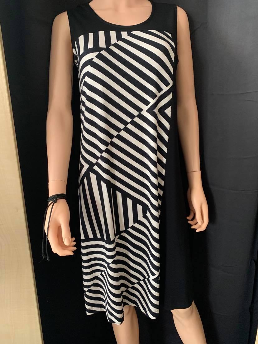 egatex strand oder city kleid, Ärmellos, knielang, farbe: schwarz-weisses  streifenmuster (diagonal)