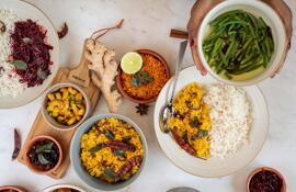 Fertige Mahlzeiten und Hauptgerichte Delikatessen Präsentkörbe Geschenkgutscheine Kräuter & Gewürze Fleischalternativen Reis Yaka by Hotel Terrace