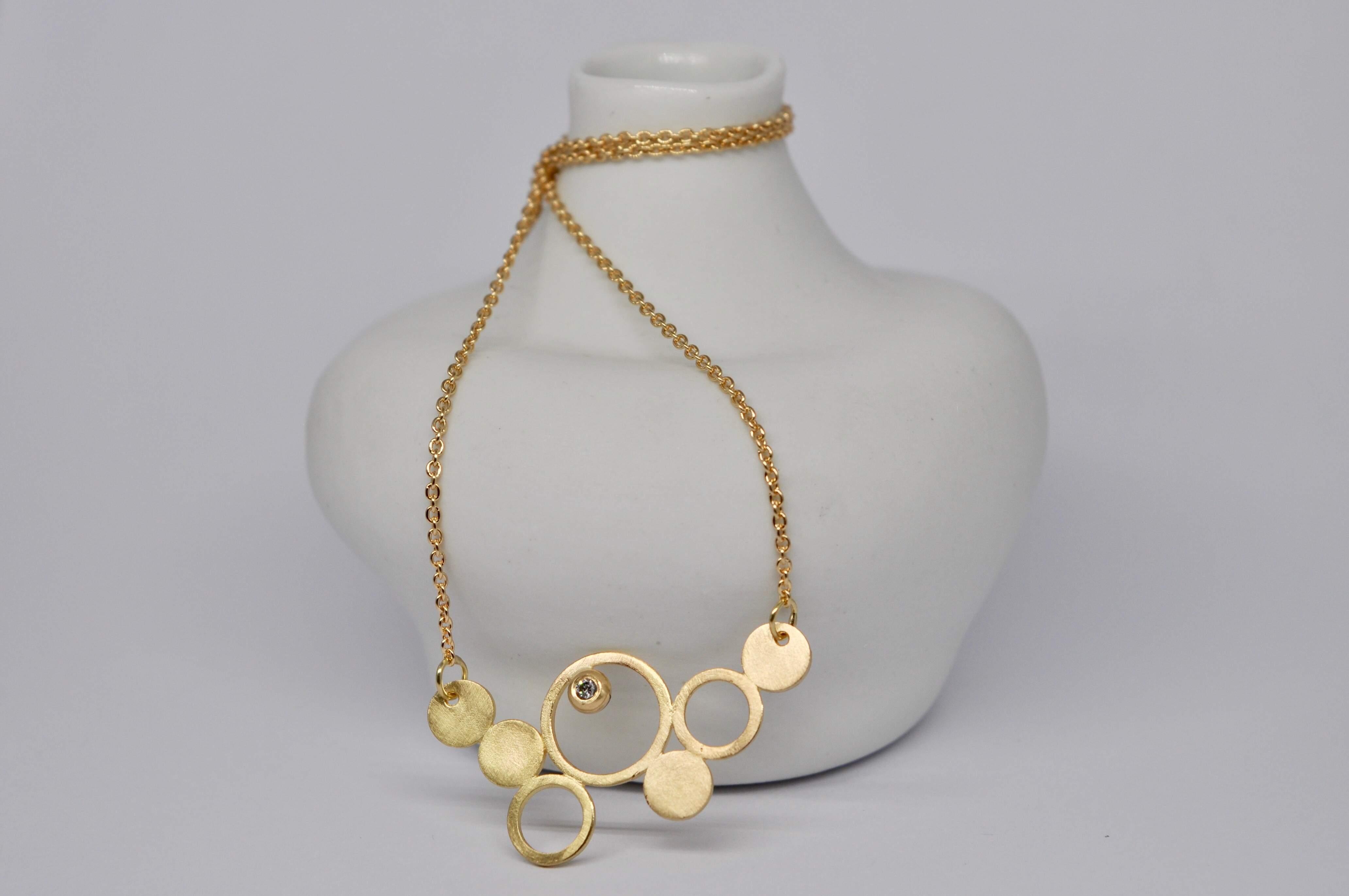 """Collier """"bulle"""" en or jaune 18 carats et diamant"""