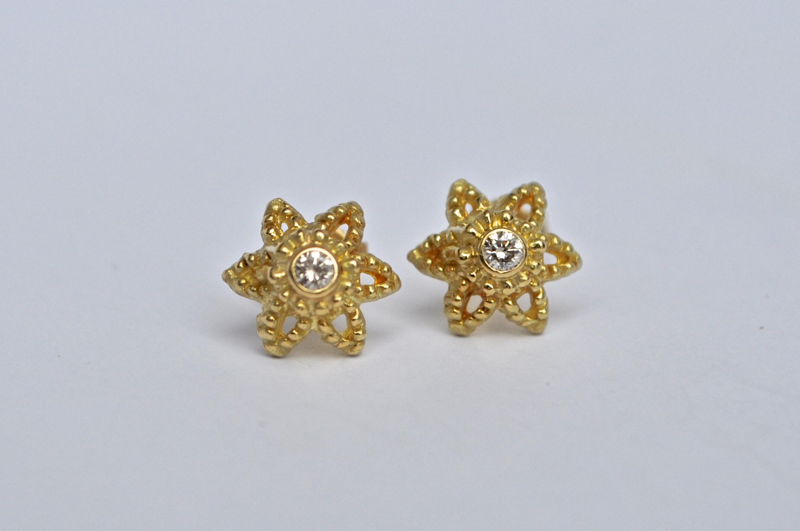 Boucles d'oreilles petites fleurs, boucles d'oreilles en or, boucles d'oreilles en diamant