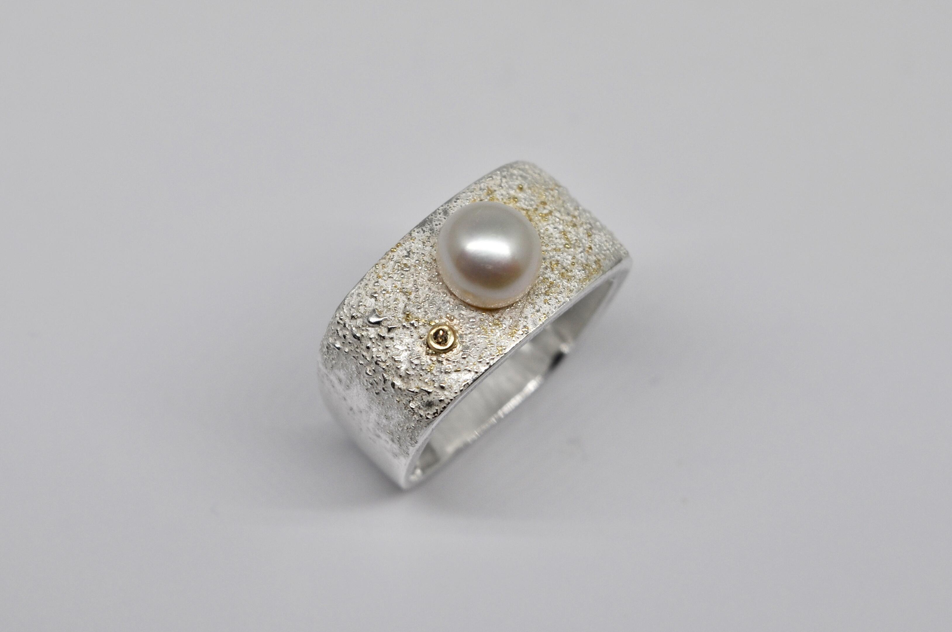 Bague carrée en argent avec perle d'eau douce blanche et diamant brun