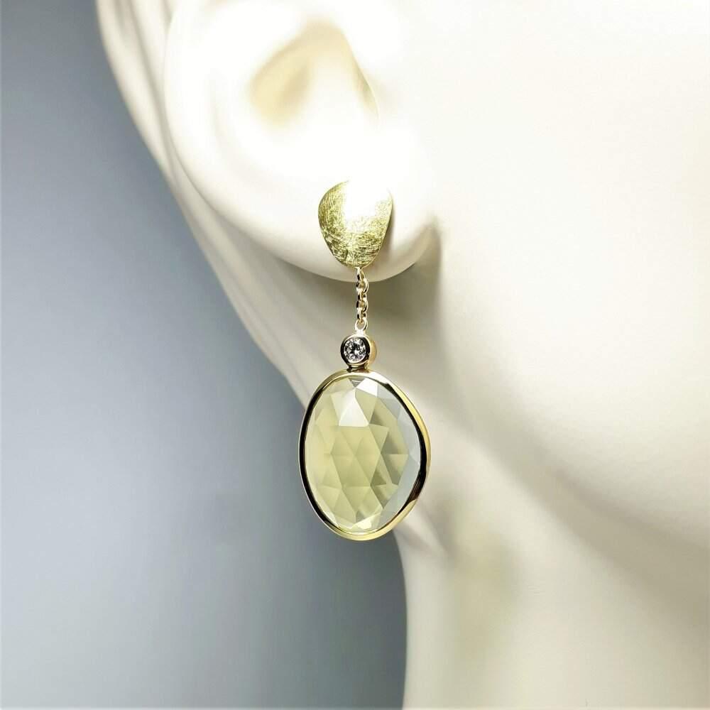 Boucles d'oreilles en or jaune 18kt citrines lemon en taille rose et diamant. Pièce unique.